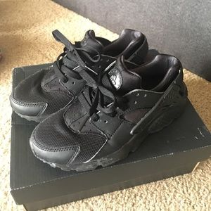 Nike Hurrache Size 3.5Y